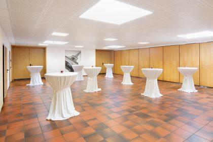 BÜRGERHAUS.QUADRATH Foyer Stehtische